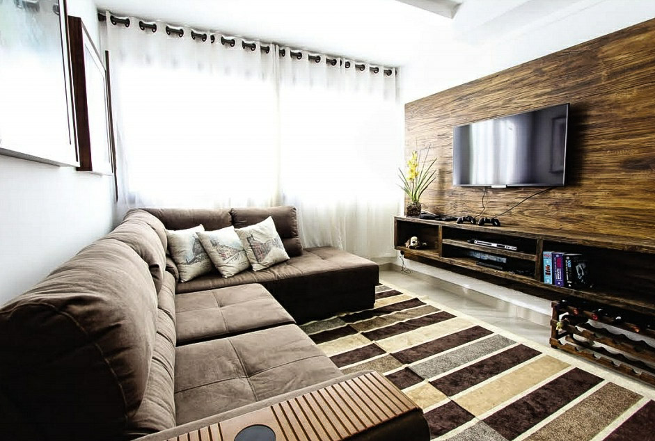anant sapphire living room